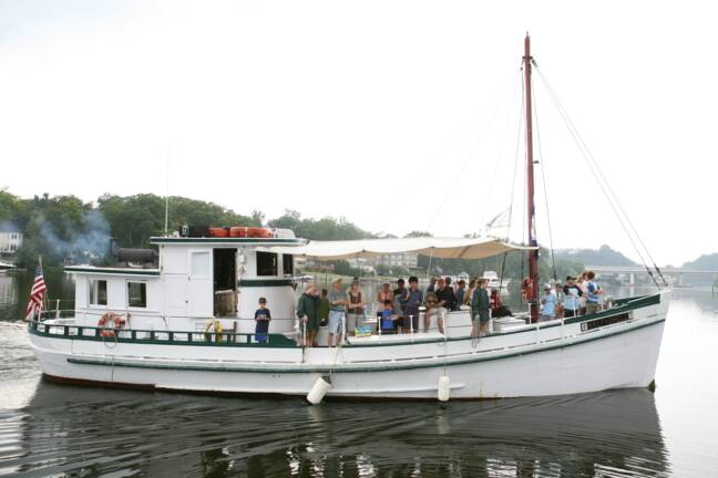 Oyster Buyboat Coastal Queen